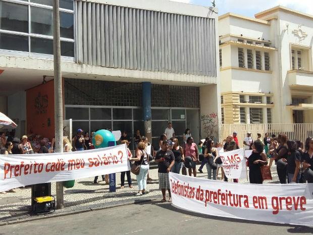 Protesto de funcionários da Terceiriza em Juiz de Fora (Foto: Lígia Martins/Arquivo Pessoal)