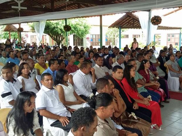 A Creche Padre Enzo ficou lotada para o casamento na manhã desta terça (1º) (Foto: Pedro Lins / TV Globo)