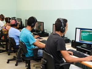 Há vagas para professor de informática (Foto: Marquinhos Ferreira)