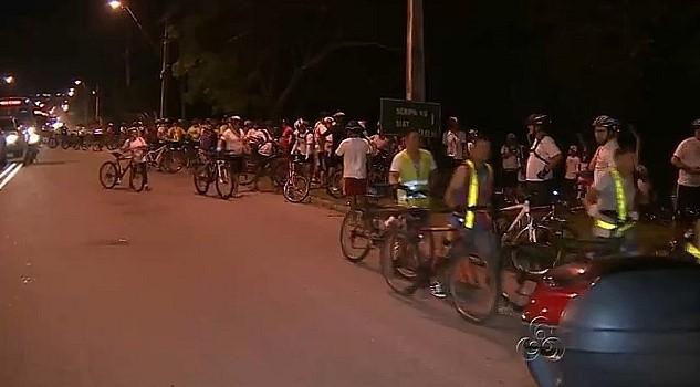 Ciclistas fazem protesto contra a violência no trânsito em Manaus (Foto: Bom dia Amazônia)