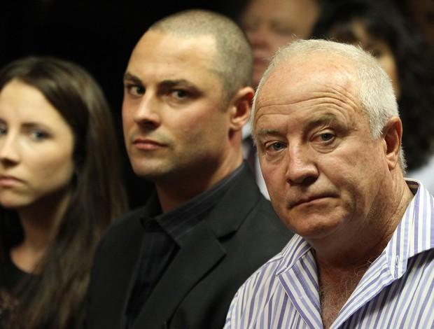 Irmã Aimee, irmão Carl e pai Henke - caso Pistorius (Foto: AP)
