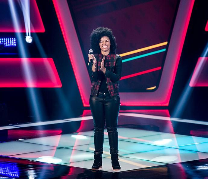 Bell Lins canta comemora aprovação no The Voice Kids (Foto: Isabella Pinheiro/Gshow)