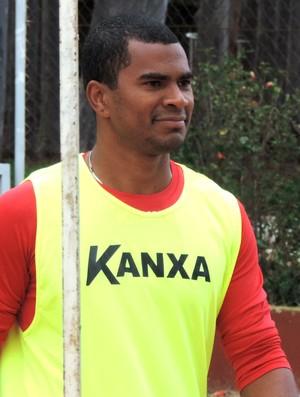 Mazinho, atacante do Oeste, treino (Foto: Sérgio Pais)