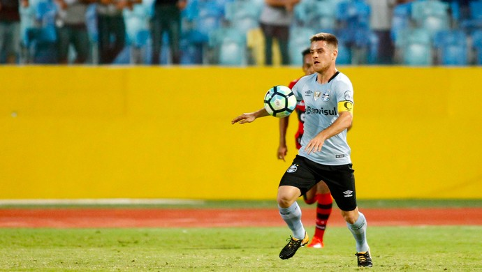 Ramiro contra o Atlético-GO (Foto: Adalberto Marques/Agência PressDigital)