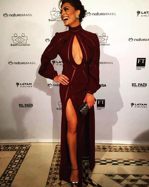 Juliana Paes no gala beneficente (Foto: Reprodução)