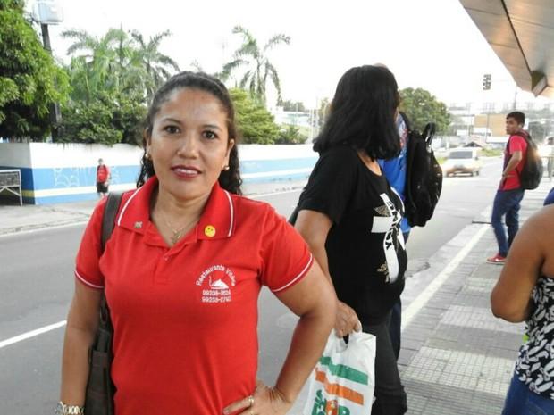 Atendente Noelma Souza, de 39 anos, disse ter ficado surpresa com a paralisação (Foto: Adneison Severiano/G1 AM)