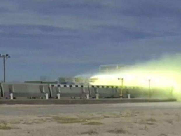 Foguete ultrapassa os 1.000 km/h levitando sobre trilhos magnetizados (Foto: Reprodução/BBC)