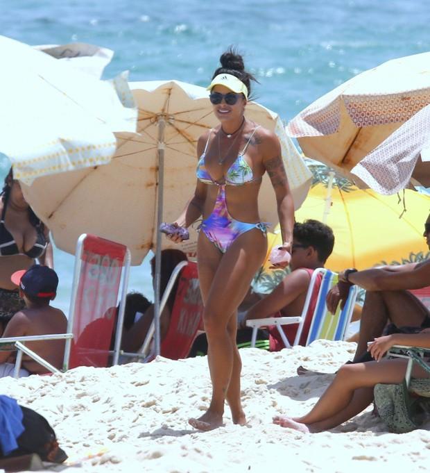 Aline Riscado na Praia da Macumba no Rio (Foto: AgNews / AgNews)