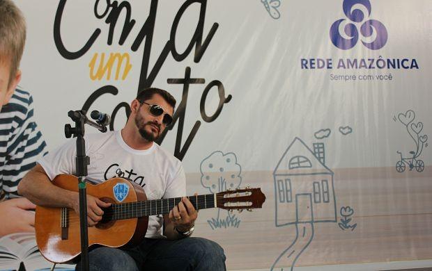 Nicolas Júnior se apresentou no evento (Foto: Gisa Almeida/ Rede Amazônica)