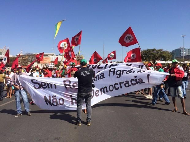 Manifestantes se concentram na Esplanada dos Ministérios, em Brasília (Foto: G1/ Distrito Federal)