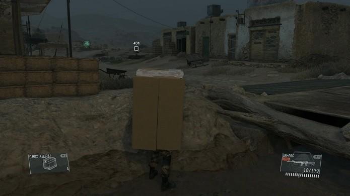 Você pode se disfarçar com uma caixa de papelão (Foto: Reprodução/Thiago Barros)