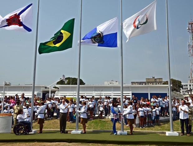 eduardo paes Bandeira Paralimpica (Foto: João Paulo Engelbrecht/Assessoria de Imprensa)