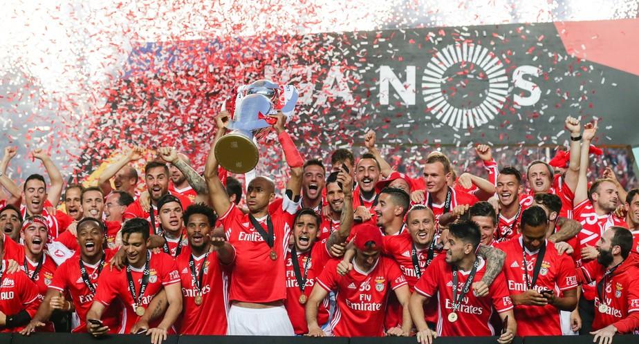 É tetra! Com dois de Jonas, Benfica goleia Vitória de Guimarães e é campeão português