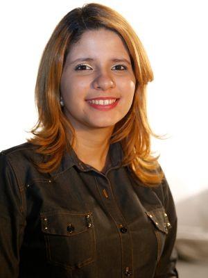 Yanna Luisa Timbó realizou, em seu TCC, um videodocumentário sobre o tema educação inclusiva para o surdo (Foto: Ares Soares/Unifor)