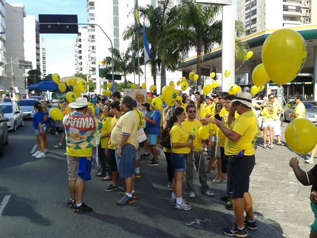 Manifestantes se reuniram na entrada da Terceira Ponte, em Vila Velha (Foto: Leandro Nossa/ CBN)