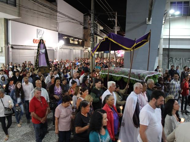 Procissão Do Senhor Morto Reúne Centenas De Fiéis Em