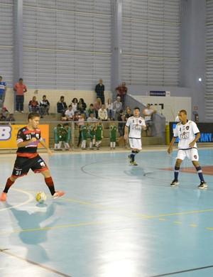 Thiago Carioca Grêmio Mogiano X Bauru Futsal (Foto: Cairo Barros)