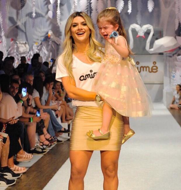 Mirella Santos e a filha, Valentina (Foto: Samuel Chaves/Brazil News)