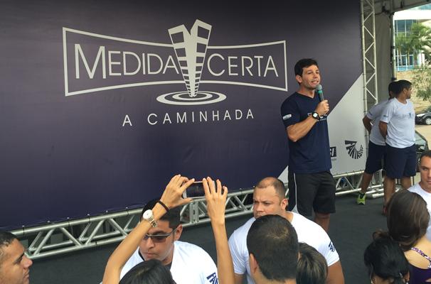 Comandados pelo preparador físico Márcio Atalla, o público percorreu os 2,2 km. (Foto: TV Anhanguera)