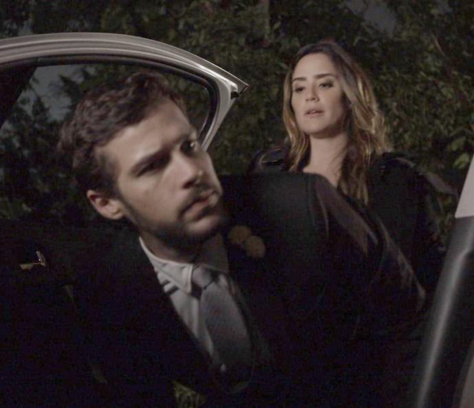 Giovanni cai em armadilha de Bruna e acaba sequestrado (Foto: TV Globo)