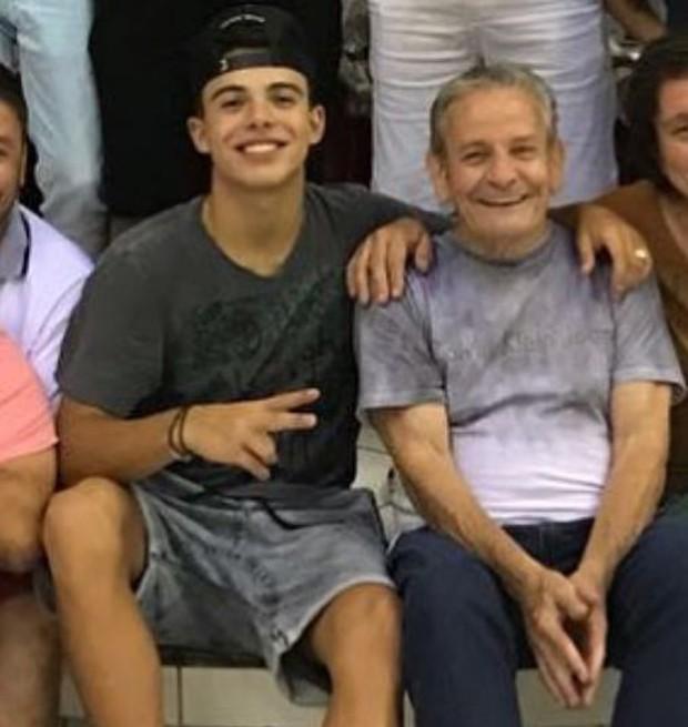 O ator Thomaz Costa e o avô desaparecido, Nilton (Foto: Reprodução/Instagram)