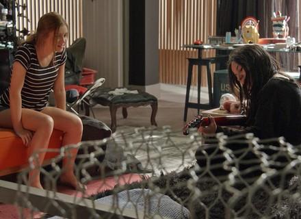 Eliza garante a Jojô: 'Não vou namorar o seu pai nunca'