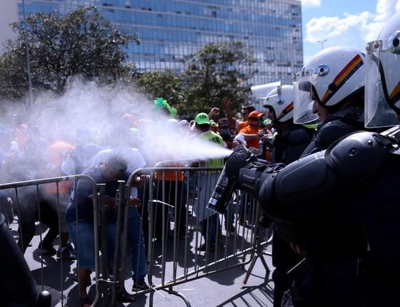Manifestação contra as reformas e o governo de Michel Temer tomam as vias da Esplanada dos Ministérios (Foto: Jorge William /Agência O Globo)
