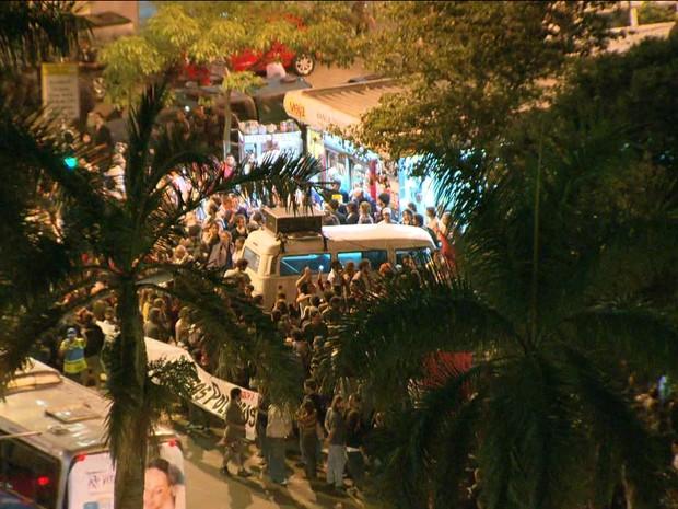 Protesto no Rio de Janeiro pede a liberdade de manifestantes presos/GNews (Foto: Reprodução GloboNews)