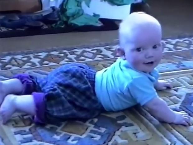 O clipe de 'Photograph' é uma colagem de vários vídeos do cantor na infância (Foto: Reprodução)