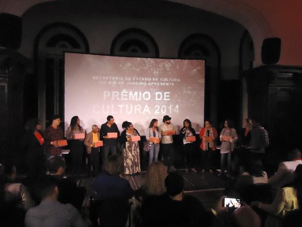 Grupos sobem ao palco e recebem prêmios (Foto: Divulgação)