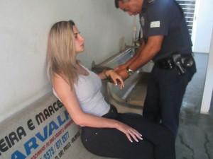 Delegado afirmou que modelo de 29 anos estava 'descontrolada'  (Foto: Divulgação/PM)