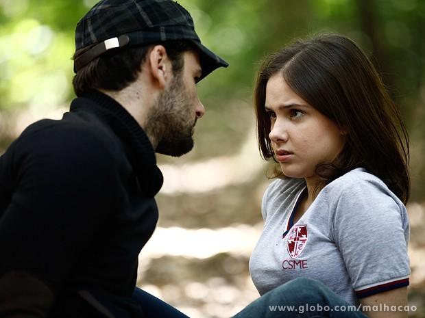 BB manda um papo muito estranho para cima de Clara (Foto: Inácio Moraes / TV Globo)