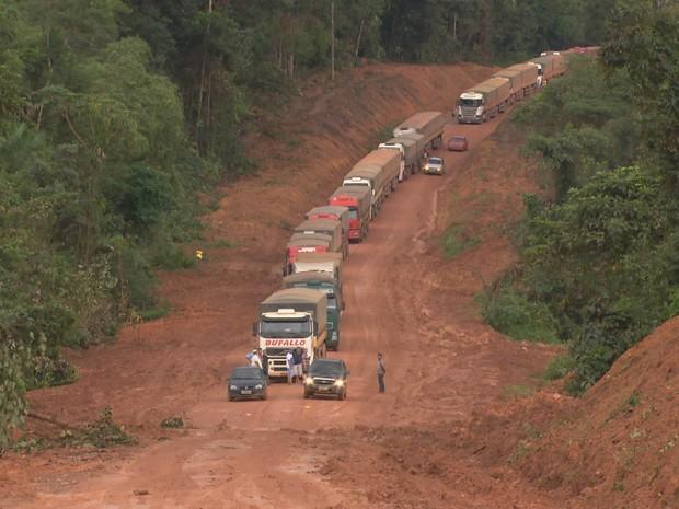 PREP_ Fila de caminhões (Foto: TV Globo)