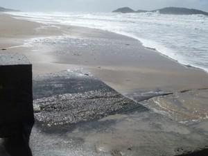 Praias e rios recebem esgoto clandestino em Florianópolis (Foto: Thais Andrioli/RBS TV)