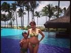 De biquíni, Nívea Stelmann mostra barriga de grávida: 'Curtindo a Bahia'