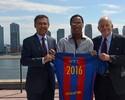 Jornal diz que R10 pode integrar time de veteranos do Barcelona em breve