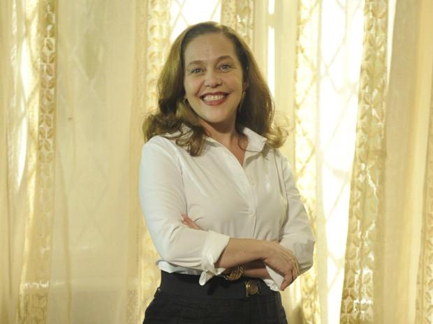 Isabela Garcia torce por Celinha na novela (Foto: Lado a Lado/Tv Globo)