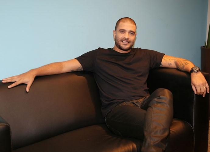 Diogo Nogueira no camarim antes da gravação do 'Altas Horas' (Foto: Carol Caminha/Gshow)