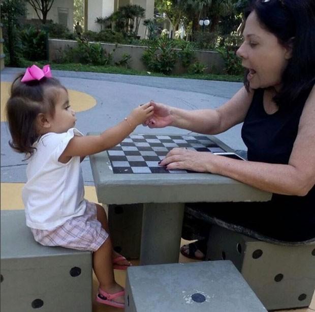 Maria Flor e Silvio Secco: a atriz Deborah Secco compartilhou foto da filha e da mãe (Foto: Reprodução Instagram)