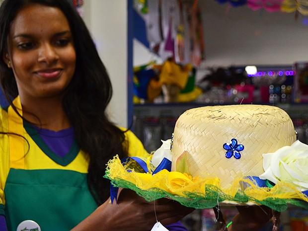Copa do Mundo 'invade' festas juninas e vira tema de acessórios e fantasias (Foto: Lucas Jerônimo/G1 Campinas)