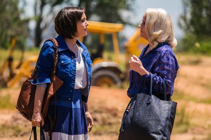 Mág conversa com Beth, antes de dar o tiro (Foto: Paulo Belote/TV Globo)