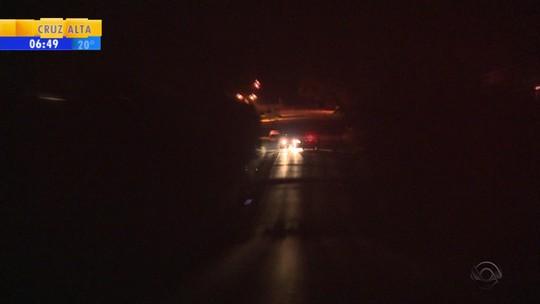 Temporal bloqueia rodovia e deixa clientes sem energia elétrica no RS