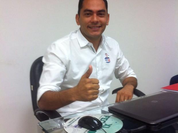 Delegado Assis foi o terceiro a chega aos estúdios da TV Mirante em Imperatriz (Foto: Marita Ventura / TV Mirante)