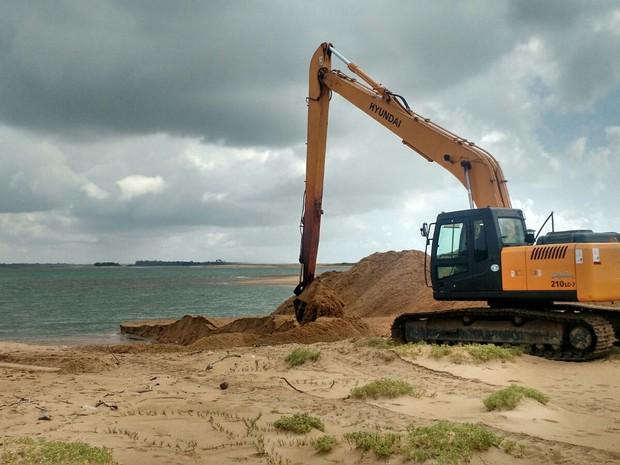 Mais uma escavadeira será enviada ao local (Foto: Kaio Henrique/ TV Gazeta Norte)