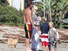 Gwen Stefani curte dia de sol com os filhos e o marido