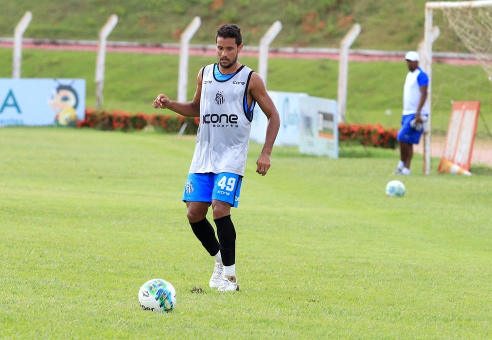Maranhão, lateral do União de Rondonópolis (Foto: Julio Tábile / Sinop FC)