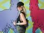 Julia Faria vai sem sutiã ao Lollapalooza