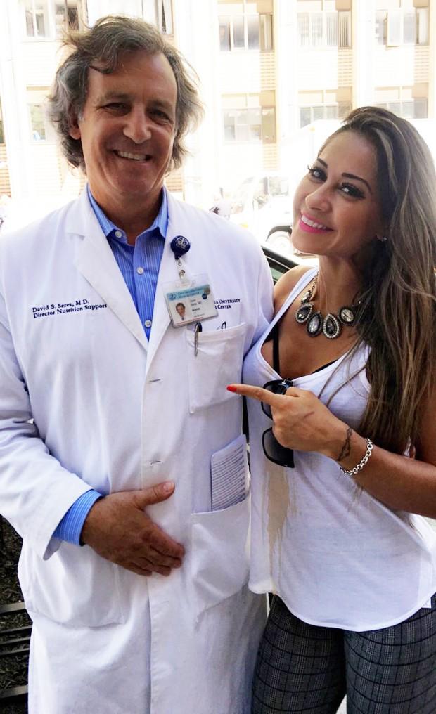 Mayra Cardi e o dr. David Seres (Foto: Arquivo pessoal)