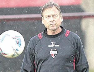 Waldemar Lemos, técnico do Atlético-GO (Foto: Cristiano Borges / O Popular)