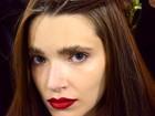 Sobrancelha com glitter aparece como substituta de sombra em maquiagem